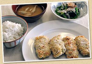 ごはん:蓮根と豚肉のはさみ揚げ:ほうれん草のおひたし:味噌汁